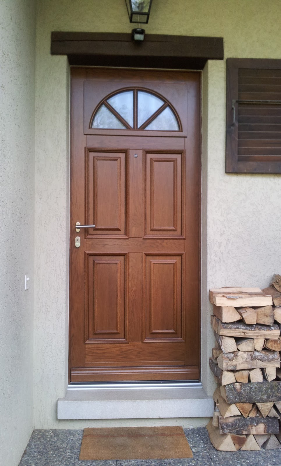 Porte d 39 entr e bois porte en bois sur mesure - Repeindre une porte d entree en bois ...