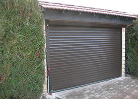 Portes de garage masters menuisiers dans le var pacales - Porte de garage sectionnelle ou enroulable ...