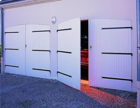 Portes de garage masters menuisiers dans le var pacales for Porte de garage sectionnelle france fermeture prix