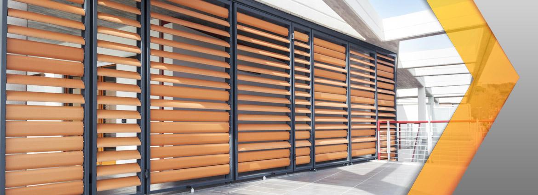 Stores masters menuisiers dans le var pacales masters for Store en bois exterieur